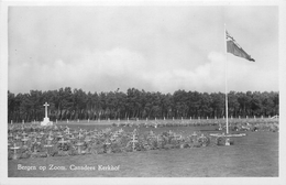BERGEN OP ZOOM. CANADEES KERKHOF ~ CANADIAN WAR CEMETERY OLD RP POSTCARD #85220 - Bergen Op Zoom