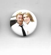 "Johnny Hallyday / Céline Dion "" Badge "" - Objets Dérivés"