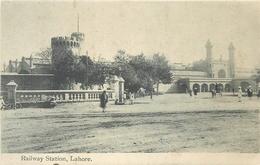 LAHORE - RAILWAY STATION ~ AN OLD POSTCARD #86949 - Pakistan