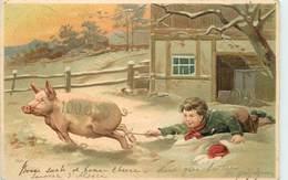 ENFANT ET COCHON.(carte Gaufrée) - Cochons