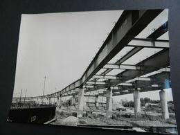 8F) FOTOGRAFIA COSTRUZIONE SVICOLO FIORENZA AUTOSTRADA MILANO NORD FORMATO  24 X 18 Cm - Luoghi