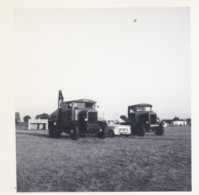 AR16 Photograph - Towtruck, Lorry And Car In A Field, 1950's - Cars