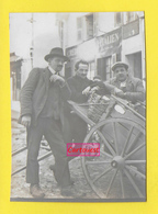 Ancienne Photo ֎ Hommes Charrette Panier Osier Buches ֎ Barcelonnette 1926 ֎ Banque Crédit Italien ֎ - Personnes Anonymes
