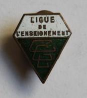 Ancien Insigne De Boutonnière émaillé Ligue De L'enseignement éducation école - Bijoux & Horlogerie