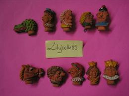 Serie Complète De 10 Fèves Allemandes En Céramique MARIONNETTES 1944 - Rare ( Feve Figurine Miniature ) - Anciennes