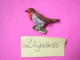 Feve Ancienne Allemande En Porcelaine Oiseau - ROUGE GORGE - Serie LES OISEAUX 1942 ( Feves Figurine Miniature ) Rare - Antiche