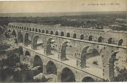 32005. Postal REMOULINS (Gard) Aqueduc Romain.  Pont Du Gard - Remoulins