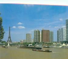 Cpsm - Paris -   Vue La Seine   ,  La Tour Eiffel        AH1187 - La Seine Et Ses Bords