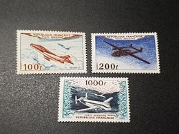 Poste Aérienne N° 30/31/33 Neuf ** Gomme D'Origine à 16% De La Cote  TTB - Airmail