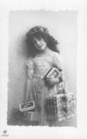 BEAUTIFUL YOUNG GIRL-ORNATE DRESS-HEADBAND-CARRYING PRESENTS  & BOOK-PHOTO POSTCARD 39646 - Enfants
