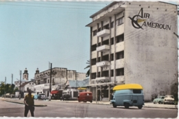 Bt - Cpsm Petit Format Cameroun - DOUALA - L'Avenue Poincaré (estafette Renault) - Cameroun