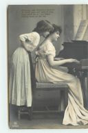 N°12145 - Looking Over Mummie's Shoulder ... All The Day - Grethe Reinwald Et Femme Au Piano - Enfants