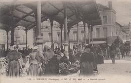 CPA Bergerac - Le Marché Couvert (très Belle Scène) - Bergerac
