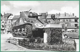 ! - Belgique - Bastogne - Le Tank Et Le Buste Du Général Mac Auliffe - Bastogne