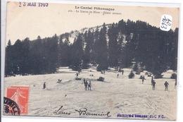 LE LIORAN- SKIEUR SAUTANT - France