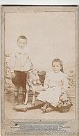 PHOTO CDV ENFANTS FRERE ET SOEUR ET LEUR JOUET CHEVAL A ROULETTES MODE  CABINET DUPONT A POITIERS - Anciennes (Av. 1900)