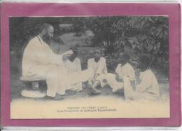 MISSIONS DES PERES BLANCS  Ecole Presbytériale En Afrique Equatoriale - Cartes Postales