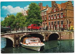 Amsterdam: CITROËN 2CV, VW 1200 KÄFER/COX/KEVER, CANALBOAT 'Piet Hein' - O.Z. Voorburgwal - (Holland) - Toerisme