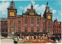 Amsterdam: FORD TAUNUS 17M P3, PEUGEOT 404, VW 1200 - Centraal Station - (Holland) - Toerisme