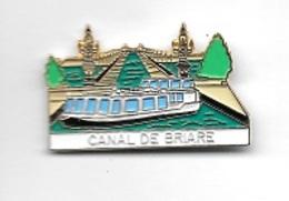Pin's  Ville, Bateau, CANAL  DE  BRIARE  à  BRIARE  ( 45 ) - Villes