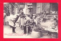 E-Benin-41Ph101  Dahomey PORTO NOVO, Marchands De Cola Et Autres Denrées Indigènes, Femme Seins Nus, Cpa BE - Benin