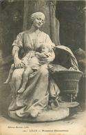 LILLE MONUMENT DESROUSSEAUX Femme Et Son Enfant - Sculptures