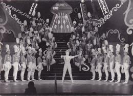 """Cpa / Photo -spect-line Renaud-photo Prise Aux Dunes De Las Vegas, Dans La Revue """"desirs"""" - Personnages"""