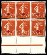 ** N°146, 10c +5c Croix Rouge, Sans Surcharge Tenant à Normaux Au Centre D'un Bloc De Six Bdf. SUPERBE. R.R. (certificat - Errors & Oddities