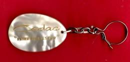"""-- CEDAC """"VOTRE CHAUSSEUR"""" - Porte Clé Façon Nacre -- - Key-rings"""