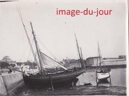 Photo Ancienne  CONCARNEAU LE PORT  BATEAU DE PÊCHE CALE SÈCHE - Lieux