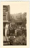 """BELGIQUE-Liége - Peville -1° Messe De L'abbé """" Paul ,Karen """"devant Son Domicile Juin 1952 ( Photo 4 : Format 12 X 7.5 ) - Places"""