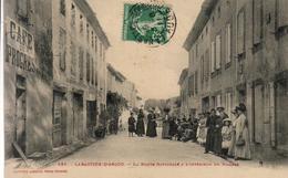 D11  LABASTIDE D'ANJOU  La Route Nationale à L'Intérieur Du Village - Autres Communes