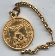 Porte-clé Clés Clef Armée Militaire Militaria BA 117 Base Aérienne Paris (doré) - Autres