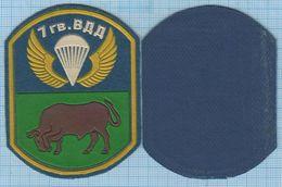 RUSSIA / Patch Abzeichen Parche Ecusson / Airborne Assault. Special Forces. Bull. 7 Division. Parachute 1990s - Blazoenen (textiel)