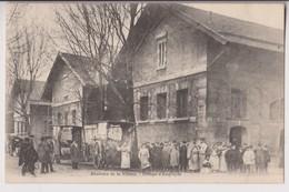 PARIS 19ème (75) : LES ABATTOIRS DE LA VILLETTE - GROUPE D'EMPLOYES - VOITURES HIPPOMOBIILES - 2 SCANS - - Arrondissement: 19