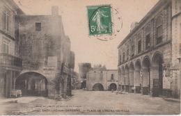 CPA Cadillac-sur-Garonne - Place De L'hôtel-de-ville (arcades, Magasins, Pub Papier D'Arménie) - Cliché Peu Fréquent - Cadillac