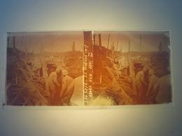Plaque En Verre Positif , Guerre 14/18 - LA WOEVRE 1917 - ABORD D UN ABRI. - Plaques De Verre