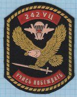 RUSSIA / Patch Abzeichen Parche Ecusson / Airborne Assault Special Forces Eagle Hawk 242 Training Center Parachute 1990s - Blazoenen (textiel)