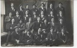 Photo D'un Groupe D'hommes En Costume Avec Cocarde Et Beret - ALBERTVILLE Inscrit Sur Le Drapeau - A Identifier (X22) - Photographie