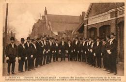 62. CPA. BETHUNE. Groupe De Charitables Qui Enterrent Gratuitement Leurs Concitoyens.  1930. - Bethune