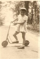 PHOTO ORIGINALE - PETIT GARCON PATINETTE BARBOTEUSE - LITTLE BOY PADDLE  - ZOOM 2 Scans - Anonymous Persons