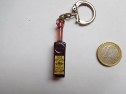 Beau Porte Clés , Alcool , Rhum Saint James - Porte-clefs