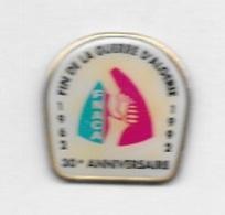 Pin's  FNACA, Militaire  1962 - 1992  30 è  ANNIVERSAIRE  DE  LA  FIN  DE  LA  GUERRE  D' ALGERIE - Militaria