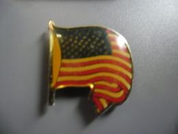 Pin's DRAPEAU USA ETATS UNIS D'AMERIQUE @ PINS 20 Mm X 20 Mm - Pin's