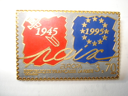 POSTE EUROPA Rouge Et Bleu Pin's Signé BALLARD - Poste