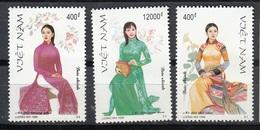 VIETNAM 1999 - TRAJES REGIONALES - YVERT Nº 1856/1858** - Textile
