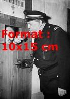 Reproduction D'une Photographie Ancienne De Michel Simon Gardien De Prison En 1956 - Reproductions