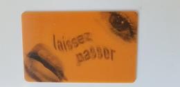 Carte Holographique Double Image Centre Pompidou Humour Fun 'laissez Passer - Laissez Pisser' - France