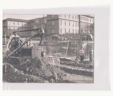 Photo ( 18 X 13 Cm ) Ouvriers Du Bâtiment Et Engin De Chantier - Métiers
