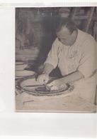 Photo ( 24 X 18 Cm ) Homme Qui Travaille La Céramique ?? - Métiers